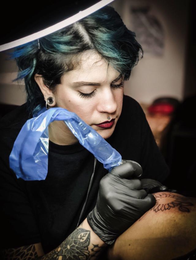 Come si diventa un/a tatuatore/tatuatrice
